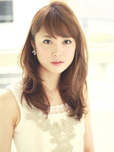 最新のヘアスタイル emoda 髪型 : 種類別!モテかわ♡セミロング ...