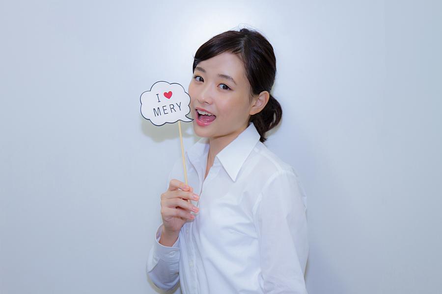 キュートな笑顔の大原櫻子。