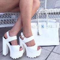白いバッグは真っ白なままで。鞄の種類別汚れの落とし方でいつも綺麗に♡