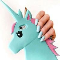 スマホを持つ手をもっと可愛く♡ネイルとケースお揃いデザインにしよっ