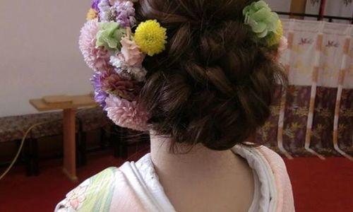 """成人式のヘアは本物の美しさ""""生花""""で彩るの。振り袖の色別まとめ♡"""