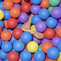 〈日本初上陸〉ボールプール×音楽×酒!5万個のボールに埋もれるパーティtamapa