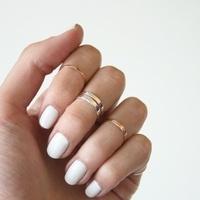 指の先の先まで綺麗って言われたい♡白を基調にしたネイルで手元美人に