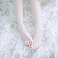 サンダルから見えるデザインにキュン♡春から楽しむフットネイルデザイン