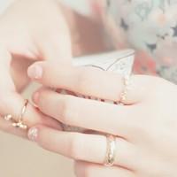 指先ころんっと愛らしさ100%♡伸びても平気な、丸フレンチネイルのすゝめ。
