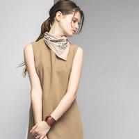 これ1つ、簡単こなれ感レディ。シンプル服に合わせたいスカーフとそのコーデ