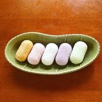 コロンとかわいい繊細な和菓子。「まゆ最中」が絹ごこちの味わい