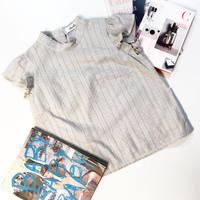 袖口にかわいいを添えて♡この夏豊作の肩フリルトップス15選、あなたはどれにする?