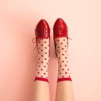 おしゃれは足元から。パンプス・スニーカーとあわせたい靴下12選♡