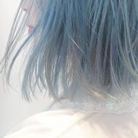 ピンクから、ブルーに変わる人続出。透け感たっぷりの爽やかカラーが旬!