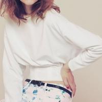 ゆったり着れて体型カバーも♡流行のドルマントップスを手に入れよう!