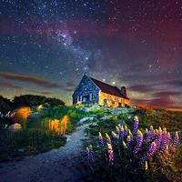 世界一美しい満点の星空。ミルキーブルーのテカポ湖に広がる絶景