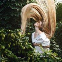なかなか出来ないヘアスタイル!スーパーロングヘアの女の子たち