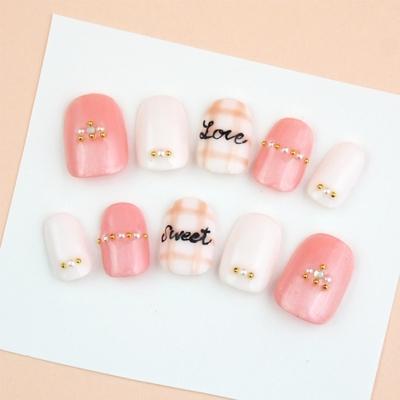 Sweetピンクのきれいめチェックネイル