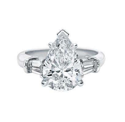 Classic Winston™, Pear-Shaped Engagement Ring  ペアシェイプ・クラシック・リング