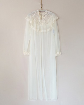lace-paneled chiffon robe
